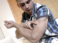 Twink strains his muscles and kisses strong biceps