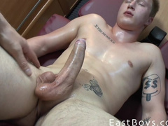 Gay gets hotly excited from oil lubing and cums from handjob