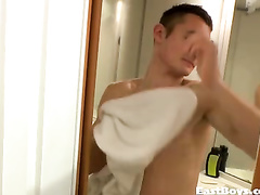 Twink comes out of shower and gets pleased with handjob